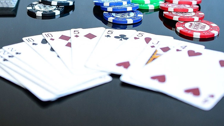 Playing Online Poker Gambling Games  Is Today's Trend